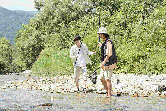 映画「影裏」の川釣りシーン